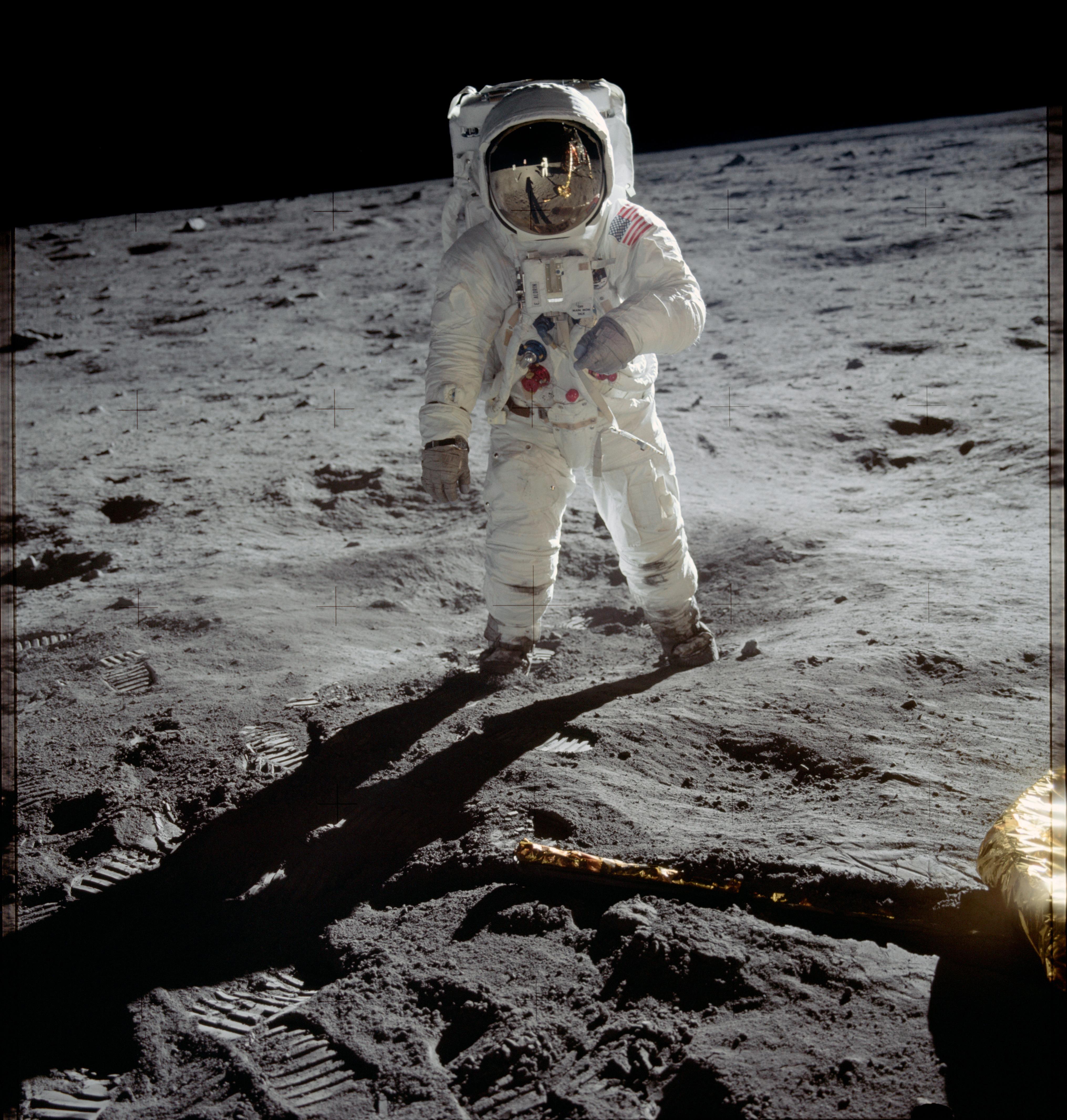 Buzz Aldrin läuft während der Apollo 11 Mission auf dem Mond